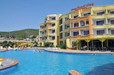 Sveti Vlas Hotel Sveti Vlas Located in Sveti Vlas, 850 metres from the sea and the beach, Sveti Vlas Hotel features a free seasonal outdoor pool and air-conditioned rooms with free WiFi. Free public parking is available in front of the building.