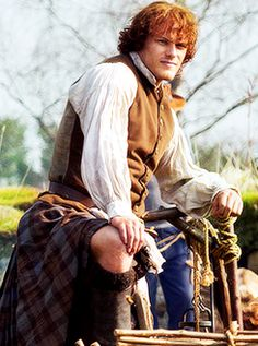 We are the Fans Who Say Knee! Knee! Knee! And this picture of Jamie Fraser shows why we say KNEE! Ep 5 #OUTLANDER