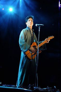 Prince in concert 2011 Sheila E, Handsome Prince, Roger Nelson, Prince Rogers Nelson, Purple Reign, Beautiful One, American Singers, Record Producer, New Wave