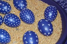 Easter eggs in the beautiful indigo blue Easter Egg Crafts, Easter Eggs, Easter Bunny, Funny Eggs, Egg Art, Egg Decorating, Dot Painting, Spring Crafts, Christmas Ornaments