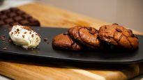 http://www.casatv.ca/a-table/recette....Brookies au chocolat noir avec crème au Frangelico