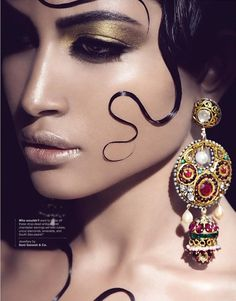 Just a Pretty Makeup: Golden make up and stunning earrings