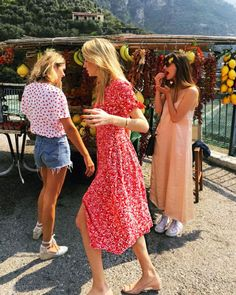 Spring weekend outfit ideas: Camille Charriere