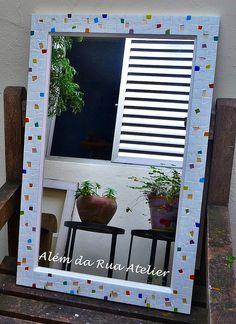 Espelho com moldura em mosaico by ALÉM DA RUA ATELIER/Veronica Kraemer, via Flickr