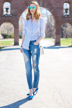 edgy preppy style, casual preppy style, stripe shirt, prosecco and plaid Outfits Con Camisa, Outfits Mujer, Shorts Jeans, Denim Jeans, Ripped Jeans, Outfits With Striped Shirts, Preppy Style, Blue Style, Women's Fashion Dresses