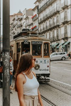 To Visit in Porto: Sé do Porto Road Trip Portugal, Portugal Travel Guide, Eurotrip, Lisbon Map, Day Trips From Lisbon, Foto Casual, Voyage Europe, Poses For Photos, Spain Travel