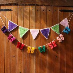 Banderines y guirnaldas!  Color y alegría en este día gris!