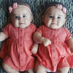 New Baby Twins Clothes Onesies Ideas Cute Little Baby, Baby Kind, Pretty Baby, Little Babies, Baby Baby, Baby Boy Photos, Cute Baby Pictures, Cute Twins, Cute Babies