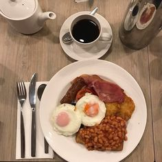 #fullenglish #breakfast from @novotelhotelsuk in #Manchester #fryup #bacon #eggs #sausage #hashbrowns #blackpudding #tomato #friedbread #bakedbeans #instafood #food #foodporn