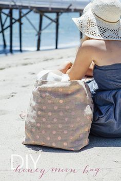 DIY // How to make a Honeymoon Beach Bag! ...our super detailed step by step tutorial should have you packing your bag in an hour!
