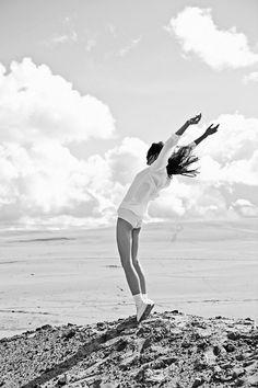 Rachel Rutt - enjoying summer | photography black & white . Schwarz-Weiß-Fotografie . photographie noir et blanc | Photo: Darren McDonald |