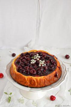 Um género de cheesecake leve e esponjoso, sem gordura e adoçado com frutose. A cobertura é, claro, a cereja no topo no bolo