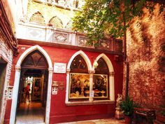 The little shop that my hero Lord Byron frequented in Venice