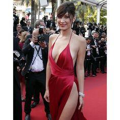 """第69回カンヌ映画祭がフランスで開催中。女優やモデルの花道といえるレッドカーペットは今年、""""美脚の競演""""とも言える舞台となった。中でも強烈な存在感を見せたのは、モデルのベラ・ハディッドだ。"""