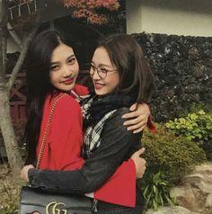 Joy & Yeri - Joyri couple is the cutest thing Seulgi, Extended Play, South Korean Girls, Korean Girl Groups, Irene, My Girl, Cool Girl, Rapper, Queens