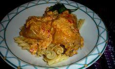 Jednostavna jela sa sastojcima koji su nam uvijek pri ruci su spas za užurbane radne dane. Probajte ovu piletinu u kremastom umaku u spoju sa tjesteninom.