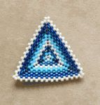 Free Peyote Stitch Bead Patterns - http://www.guidetobeadwork.com/wp/2013/09/free-peyote-stitch-bead-patterns-7/