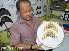 award winner Lim Tian Seng shows off his work