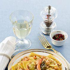 Un primo piatto delicato a base di fazzoletti ripieni di carciofi, conditi con sugo di gamberi - Ricette delle feste | Donna Moderna