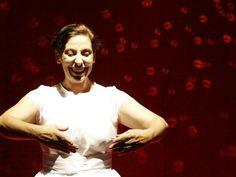 """O Grupo Sobrevento apresenta o espetáculo infantil """"Bailarina"""", durante o Festival Internacional de Teatro para Bebês (Foto: Marco Aurélio Olímpio / Divulgação)"""