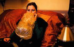 Joints mit Tabak sind verdammt ungesund. Deshalb haben Cannabis-Fans eine ganze Reihe von verträglicheren Alternativ-Methoden entwickelt.