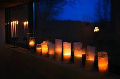 Gravljusen, som fått smörpapper runt sig, brinner länge. | Photo: HD/NST Göran Stenberg
