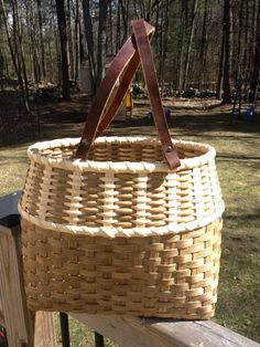 This is a kit to make your very own Vertical Tote basket. Includes all the materials you need to complete the basket including 20 leather