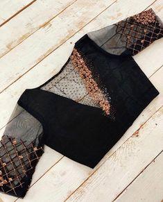 Blouse Designs High Neck, Hand Work Blouse Design, Simple Blouse Designs, Stylish Blouse Design, Designer Blouse Patterns, Fancy Blouse Designs, Latest Blouse Patterns, Designer Dresses, Traditional Blouse Designs