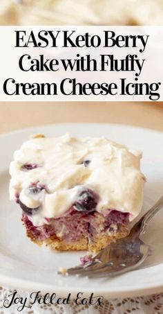 This Keto Berry Cake has a layer of berries hidden by a fluffy cream cheese frosting. The sweet juice from the berries soak into the cake keeping it moist! Ketogenic Desserts, Keto Snacks, Ketogenic Diet, Sugar Free Treats, Sugar Free Desserts, Low Carb Sweets, Low Carb Desserts, Best Low Carb Recipes, Keto Recipes