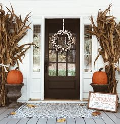 Fall Front Porch – Art of Everyday Living fall front porch decor Fall Home Decor, Autumn Home, Porche Halloween, Studio Beauty, Front Door Decor, Fall Front Doors, Fall Door, Porch Decorating, Fall Outdoor Decorating