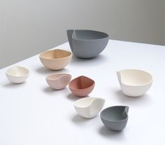 These ceramic bowls by Belgian designer Ilona Van den Bergh are slip-cast in perfect half-spheres and reshaped while still pliable to create one-off pieces (+ slideshow). Ceramic Tableware, Glass Ceramic, Ceramic Bowls, Ceramic Pottery, Ceramic Art, Kitchenware, Slab Pottery, Pottery Vase, Keramik Design