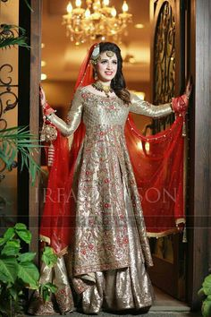 Latest Asian Bridal Wedding Gowns Designs collection consists of best Asian gown styles & designs for bridals by Indian & Pakistani designers! Pakistani Bridal Couture, Pakistani Bridal Dresses, Pakistani Outfits, Bridal Lehenga, Indian Dresses, Indian Outfits, Asian Wedding Dress, Asian Bridal, Wedding Gowns