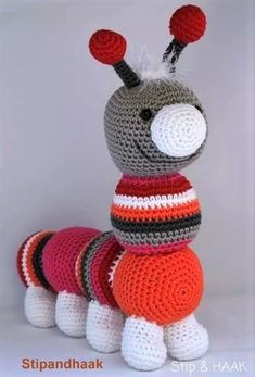 TUTO Crochet Crawler Crochet Creations, TUTO Hook Make a caterpillar. Patterns of caterpillar crochet. Unique Crochet, Love Crochet, Crochet Motif, Diy Crochet, Crochet Toys, Crochet Baby, Crochet Patterns, Blanket Crochet, Crochet Christmas Gifts
