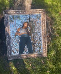 Picture taken of girl in mirror outdoors Mirror Photography, Portrait Photography Poses, Photography Poses Women, Creative Photography, Photographie Indie, Outdoor Mirror, Instagram Pose, Selfie Poses, Girl Photo Poses