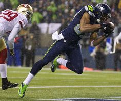 Doug Baldwin WR for the Seattle Seahawks making a grab against CB Chris Culliver, during the Seahawks 42-13 win during week 16.