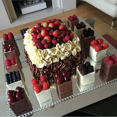 Beautiful dessert Yummy Yes or No? Food Cakes, Cupcake Cakes, Fruit Cakes, Beautiful Cakes, Amazing Cakes, Cake Recipes, Dessert Recipes, Dessert Food, Dessert Ideas