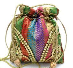 Bolso bombonera. 6,50 €, en www.mandalabisuteria.com