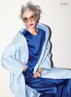 Linda Rodin // Acne coat and dress // Balenciaga glasses Rodin, Pierre Balmain, Grey Hair And Glasses, Beautiful Old Woman, Older Models, Quirky Fashion, Advanced Style, Ageless Beauty, Never Too Late