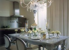 Martha, Martha, Martha Image: Martha Stewart Image: Domino Magazine Image: House Beautiful Ahhh , The dining table, so many beautiful op. Interior Design Advice, Home Interior, Kitchen Interior, Philippe Starck, Home Decor Bedroom, Living Room Decor, Dinner Room, Grey Table, Holiday Tables