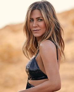 Oh I'm so excited about her new photoshoot, can't wait to see her again🍀 ELLE photoshoot (January 2019) - - - #jenniferaniston #jenaniston…