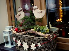 Ladder Decor, Diy And Crafts, Picnic, Basket, Table Decorations, Flowers, Advent, Christmas Ideas, Windows