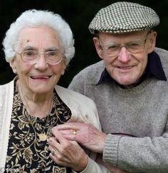 Resultados de la Búsqueda de imágenes de Google de http://1.bp.blogspot.com/-35qRPLMacqw/TfYo7WketEI/AAAAAAAACno/6q_wF5LP2s8/s1600/matrimonio-feliz.jpg