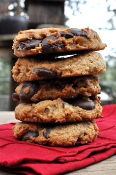 Paleo Dark Chocolate Chip Cookies, using:  3 cups Sifted Almond Meal  1 cup Dark Chocolate Chips (I prefer Ghirardelli 60%)  1 cup Chopped Walnuts  ¼ tsp Kosher Salt  ½ tsp Baking Soda  1/3 cup Honey  2 Tbl Virgin Coconut Oil (melted)  ½ tsp Vanilla Extract  1 Egg