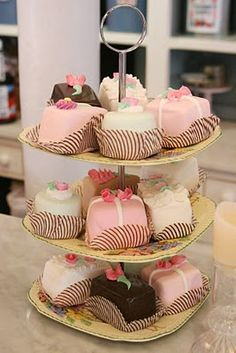 Nice party cakes, reminds me of my daughter-in-laws bridal shower, they where so good!!!