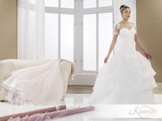 Un drappeggio morbido d'organza dona uno stile squisitamente principesco a Regalis. #abitidasposa #vestitidasposa #matrimonio #wedding #weddingdress #sposa #bride #bridal #madeinitaly #bridalgown