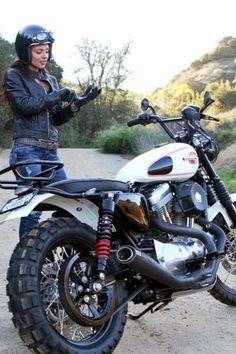 Moto Woman Music: Photo