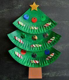 basteln mit kindern pappteller weihnachtsbaum idee baender pailletten bunt