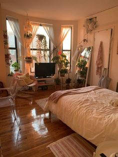Small Apartment Bedrooms, Apartment Bedroom Decor, Room Ideas Bedroom, Bed Room, Bedroom Inspo, Bedroom Designs, Small Cozy Apartment, Bedroom Curtains, Small Rooms