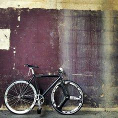 久々の初期スタイル! やっぱ乗りやすい('ー`)」 #固定ギア #ピスト #pist #pista #pistbike #fixedgear #fixedbike #fixed #fixie #fixielife #leaderbike #leaderbikes #leaderbikeusa #hed3 #bicycle #trackbike by remix_design_works