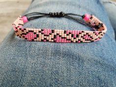 Beaded Bracelets Tutorial, Handmade Jewelry Bracelets, Bead Loom Bracelets, Beaded Bracelet Patterns, Bead Loom Designs, Wire Jewelry Designs, Bead Loom Patterns, Beading Patterns, Beaded Earrings Native